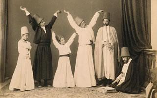 derviches giróvagos, sufís pertenecientes a alguna orden de las que insisten en la pobreza voluntaria