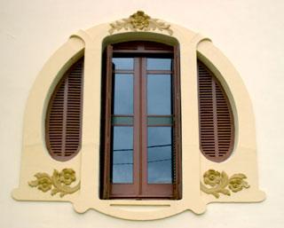 ventana del Palacete Cotarelo, Figueras de Mar; fotografía de Juanjo Seixas